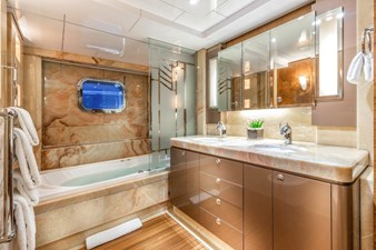 Topaz Guest Stateroom Bath