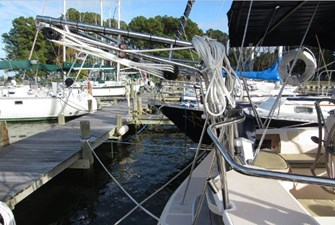 Outboard motor lift