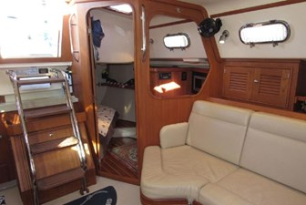 Looking to aft cabin from salon