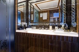 14 OKKO - Master bathroom © Imperial (photo Breed Media) JC-25570