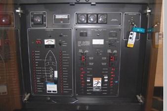 1995 Bayliner 3988 Motoryacht 15 16
