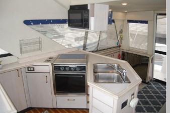 1995 Bayliner 3988 Motoryacht 17 18