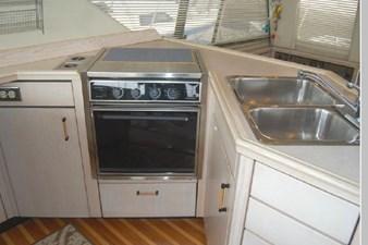 1995 Bayliner 3988 Motoryacht 19 20