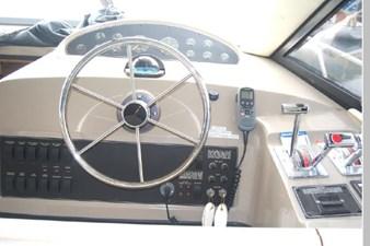 1995 Bayliner 3988 Motoryacht 23 24