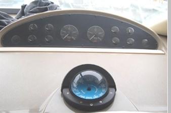 1995 Bayliner 3988 Motoryacht 24 25