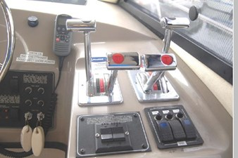 1995 Bayliner 3988 Motoryacht 25 26