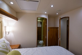 Osh-it  35 Mid Port Guest Stateroom