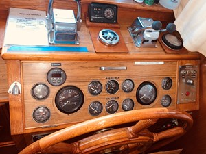 40 Little Red 1984 Grand Banks 49 MY Lower Helm