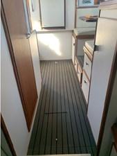 1989 Tiara Yachts 33 Flybridge 6 7