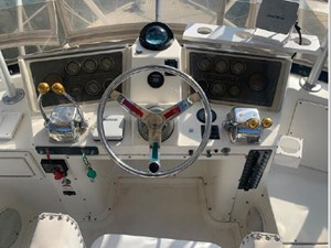 1989 Tiara Yachts 33 Flybridge 13 14