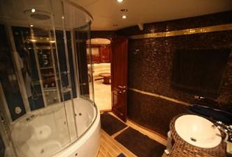 Motor sailing yacht master bedroom En suite bathroom