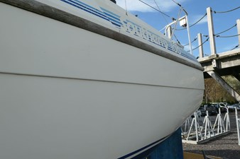 southerly-100-lifting-keel-35