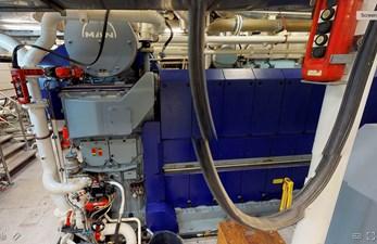 Ocean Xplorer 71 28 MAN Generator