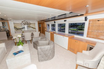 JOHNSON 93 OPEN BRIDGE 3 Salon starboard side