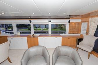JOHNSON 93 OPEN BRIDGE 4 Salon looking to starboard
