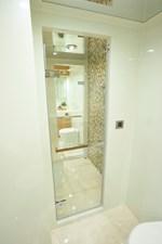 JOHNSON 93 OPEN BRIDGE 31 VIP 2 heads with shared shower