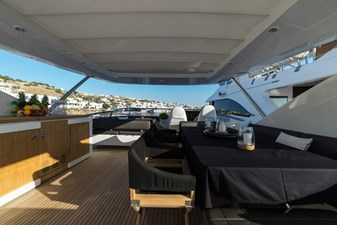 Dining area and wet bar on flybridge