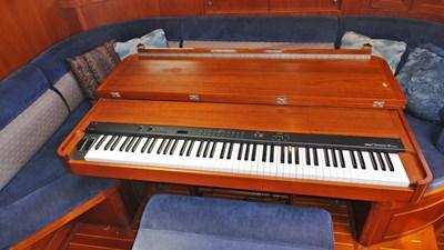 Built-in Piano, Salon