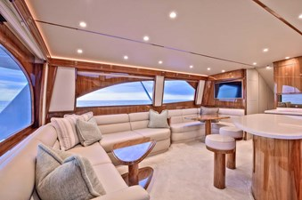 Salon Settee to Port Aft