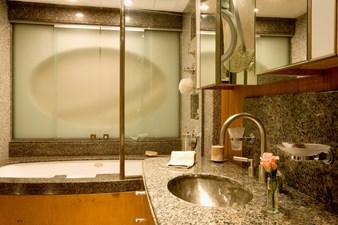 MVQUEEN_AIDA_Guest Bathroom 00006216_vb1256974