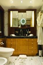MVQUEEN_AIDA_Guest Bathroom 00006216_vb1256984