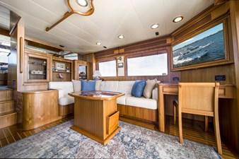Salon facing Starboard