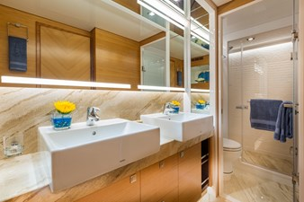 Horizon E75 (New Boat Spec)  23 Master Bath