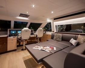 Horizon E75 (New Boat Spec)  33 Skylounge