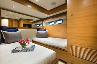 E90 (New Boat Spec)  19 Port Twin Guest