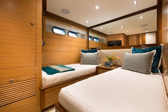 E90 (New Boat Spec)  21 Stbd Twin Guest