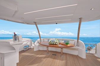 E90 (New Boat Spec)  34 Aft Deck