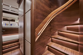 E90 (New Boat Spec)  46 Guest Stairwell