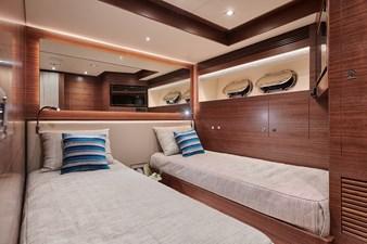 E90 (New Boat Spec)  51 Port Twin Guest
