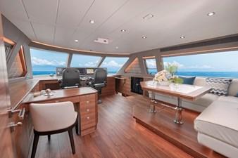 E90 (New Boat Spec)  52 Skylounge