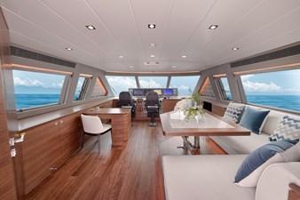 E90 (New Boat Spec)  53 Skylounge