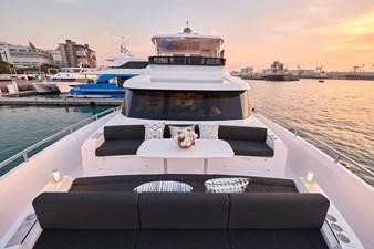 V68 (New Boat Spec)  21 Bow Deck