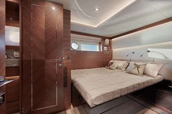 V68 (New Boat Spec)  42 Twin Guest Stateroom