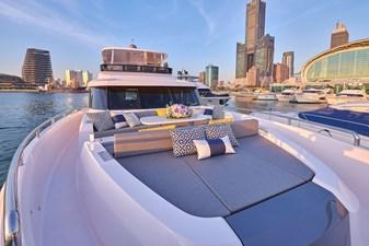 V68 (New Boat Spec)  48 Bow Deck