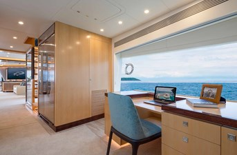 FD90  (New Boat Spec)  11 Desk