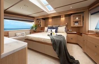 FD80 Skyline (New Boat Spec ) 17 Master Stateroom