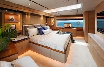 FD80 Skyline (New Boat Spec ) 18 Master Stateroom