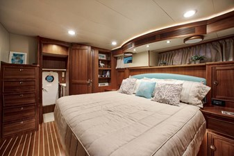 20. MASTER STATEROOM LOOKING AFT