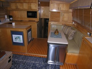 REELY NAUTI 3 Galley / Dinette