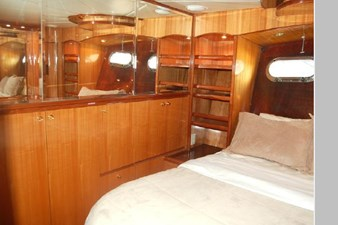 2002 Hampton 490 Pilothouse 58 59