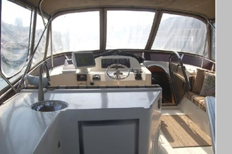 2002 Hampton 490 Pilothouse 78 79