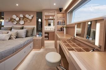 E81 (New Boat Spec)  11 E81-622-7672-R