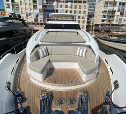 Princess 30M Foredeck