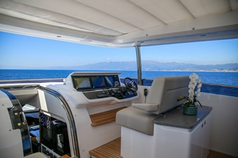 Princess 30M Flybridge Upper Helm