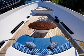 BOW / SEATING