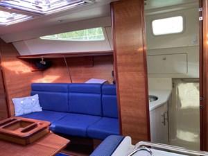 AdventEure 6 Salon, starboard